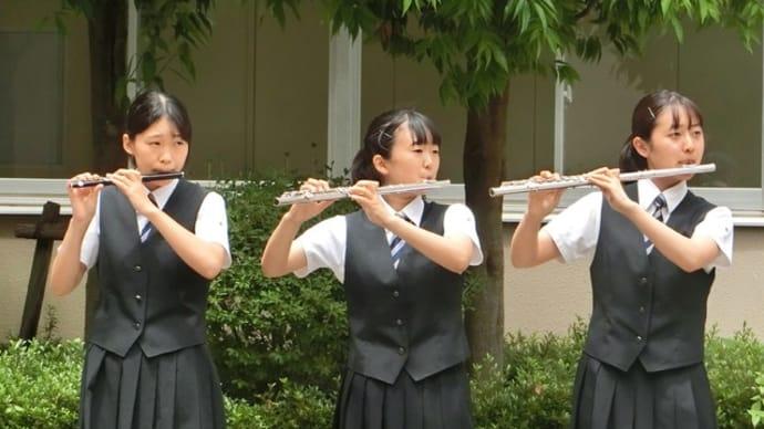 吹奏楽部中庭での演奏