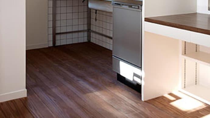 キッチンの床に杉板を使う