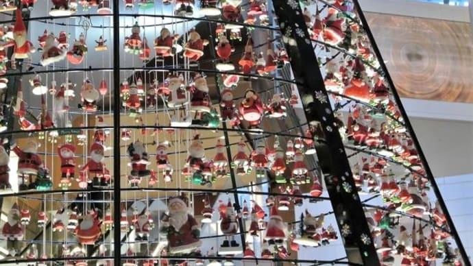 """東京ミッドタウンの """" サンタツリー """"  今年もいましたよ、例の方々・・・"""