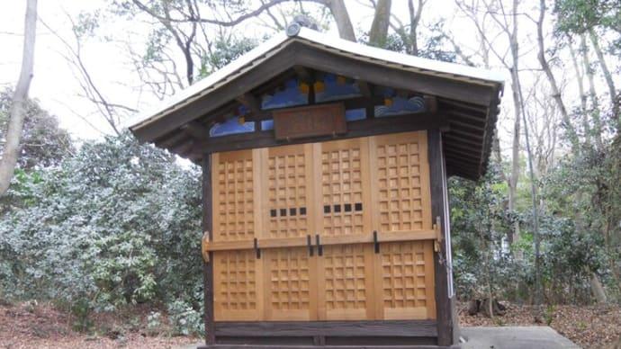 お寺の小さなお堂。扉の製作、取り付け頼まれました。