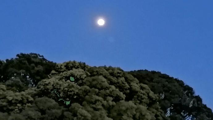 満月の前に
