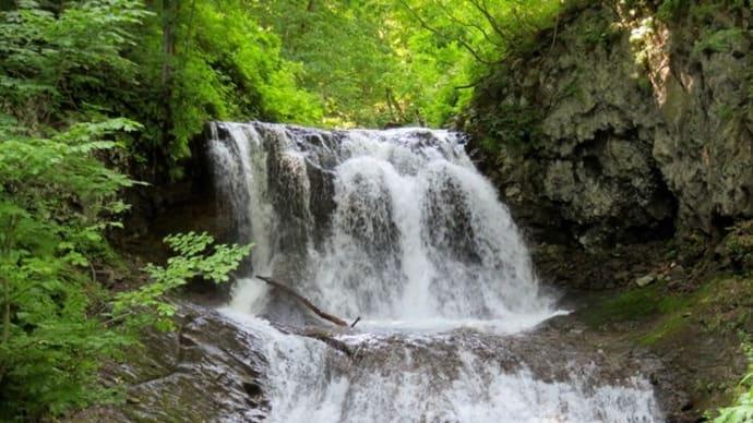 風景印(112)平和の滝を見て、地名「平和」の由来を知る<札幌平和一条郵便局>