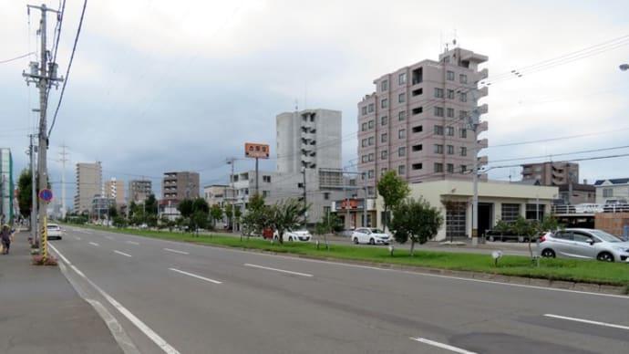札幌・街の一コマ : 環状通で収穫を待つ果実