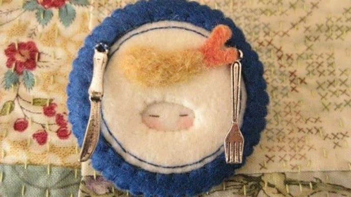 お皿のブローチ