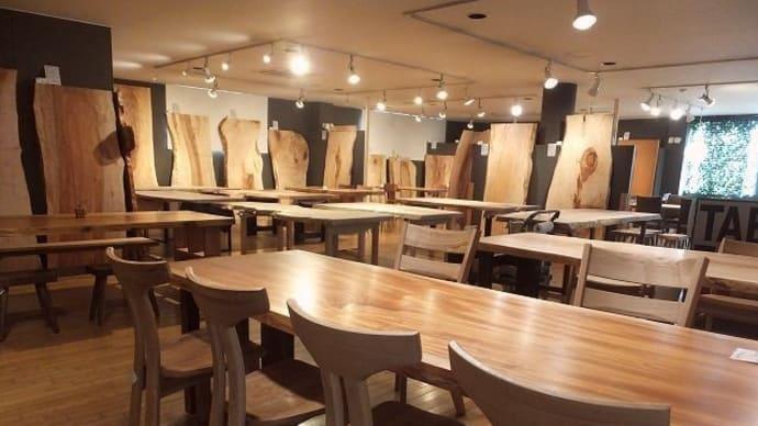 1272、新しい一枚板も仕上がり。模様替えをしながらゆっくり並べました。一枚板と木の家具の専門店エムズファニチャーです。