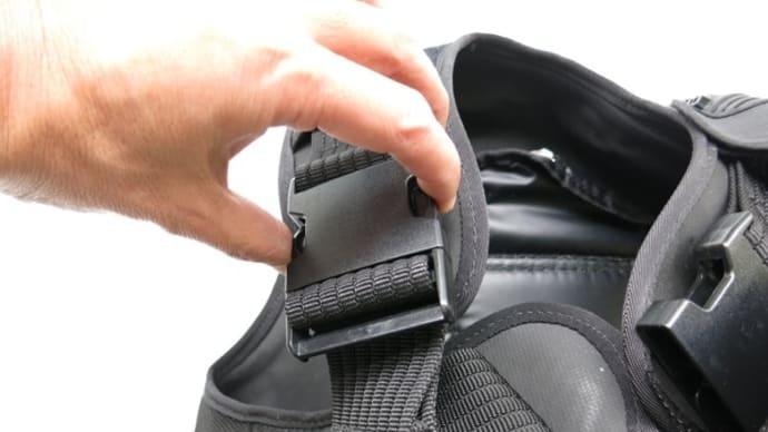 NDS.FタイプBCジャケットをコンパクトに折りたたむ方法