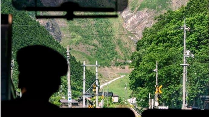 智頭駅を過ぎ鳥取へ向かう