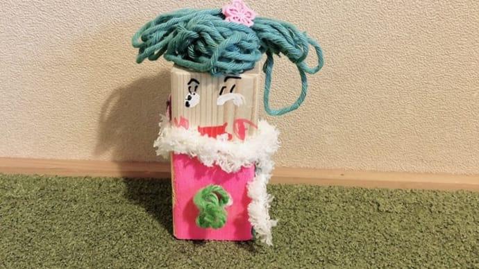 オシャレな洋服の木の人形 桐生校