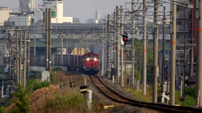 城東貨物線 - 赤川橋梁にさしかかる