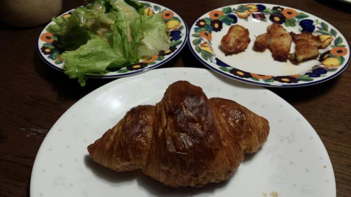 12/6の朝食(サクサクのクロワッサン)