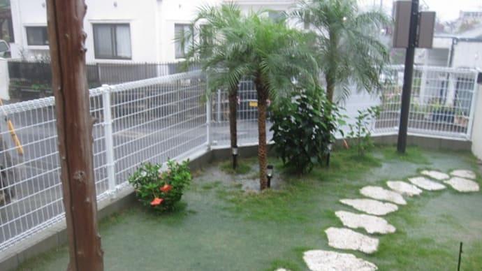 真っ暗で大雨な沖縄。