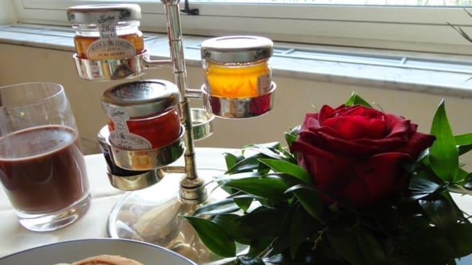 ナポリ*グランドホテルベスビオの朝食