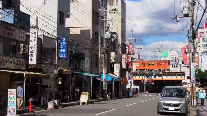 オレンジ車両と桃谷駅