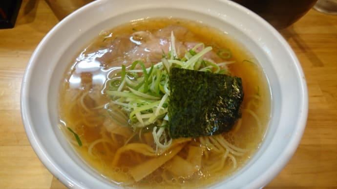 梅田で食べるクリアなスープが絶品の人気ラーメン店