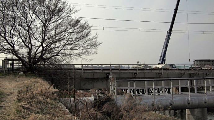 城東貨物・神崎川橋梁付近でEF200-8