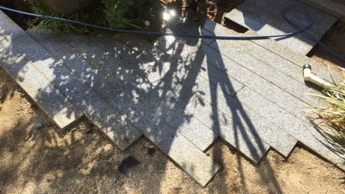 ハルガーデン グレードアップ③ 御影石を洗う
