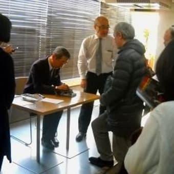 追悼・黒澤満プロデューサー特集上映で村川透監督が登壇 トークショー&サイン会 新文芸坐