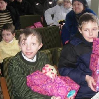 """ベラルーシ ゴメリ市  """"子どもたちのための新年・クリスマス会""""の報告"""