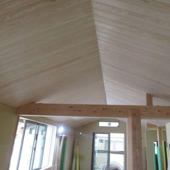 天井貼りが終わりました。