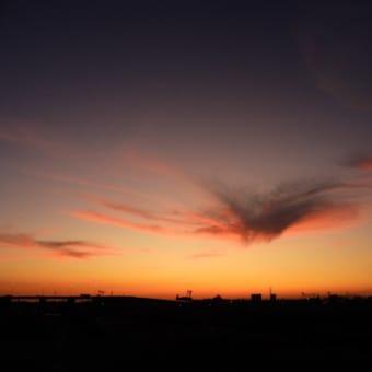 冷え込んだ10月16日の夕空
