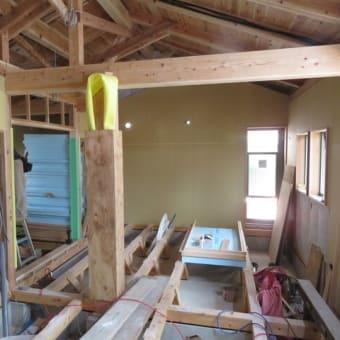 外部の工事が始まりました。