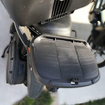 スクーターのリアボックス SHAD SH40とバックレスト