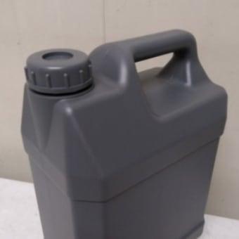 灯油運搬用に 扁平缶4L。