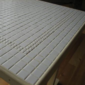 タイルのテーブル