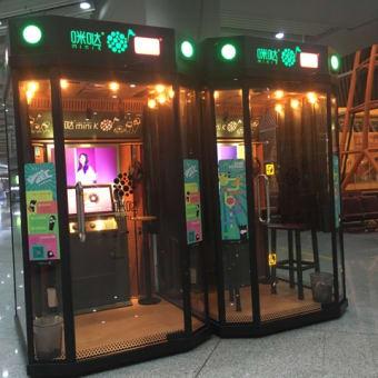 北京の空港でみたカラオケボックス??