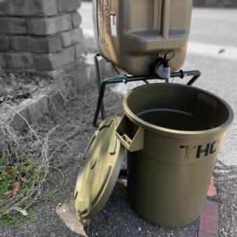 ウォータージャグの水受け。ゴミ箱。