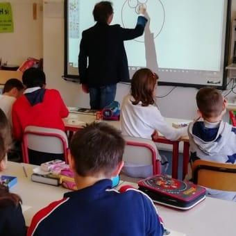 ベネチアの小学校へ:出張ベネチアンガラス体験工房