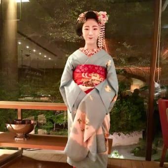 宮川町の舞妓ちゃん。