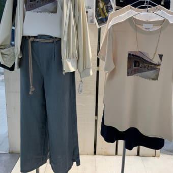 今流行デザインのシャツなど、カジュアルコーデと新トートバッグ