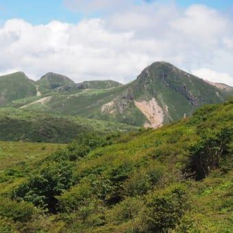 瀬の本~久住扇が鼻は緑陰の登山道