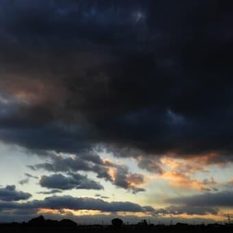 きょうの夕の空