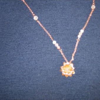 ピンクゴールドのお花ネックレス