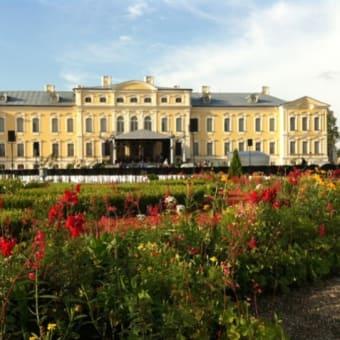バウスカ城址とルンダーレ宮殿