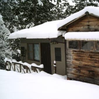山小屋の修理