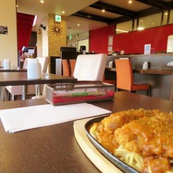 札幌でランチ(69) 釧路のご当地フード「スパカツ」を自動車整備工場にあるカフェでいただく