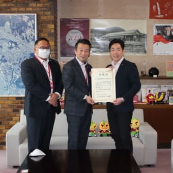 第一生命保険株式会社大阪北支社様からマスク1,000枚及び消毒液10リットルが寄贈されたことに対して感謝状を贈呈しました