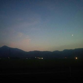 弥彦山と三日月