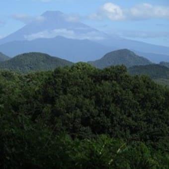 台風の前の葛城山