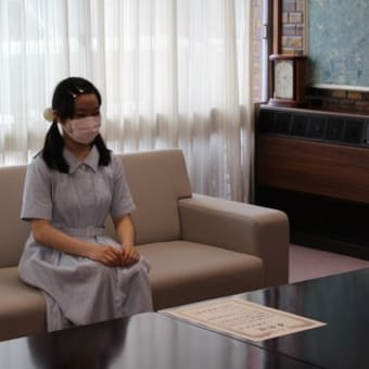 「第36回NHK杯全国中学校放送コンテスト」に出場された吉野日菜さんに箕面市長表彰!