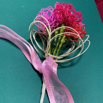 カーネーション花束を仕上げました。