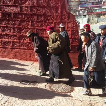 魅力的なチベット仏教の古い版木