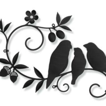 三羽の鳥さん×ツタ×お花×ドングリ×木の実×葉っぱをモチーフにした妻飾り(設置後のお写真)