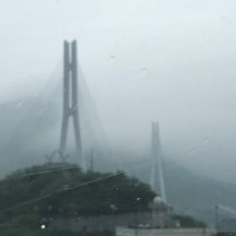 雨に煙るしまなみ海道より