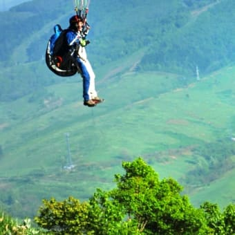「飛び立つ瞬間!」パラグライダー ・・北海道ルスツにて