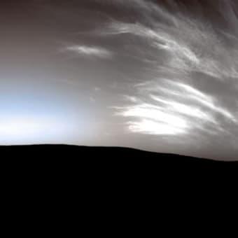 夕闇に輝く巻雲