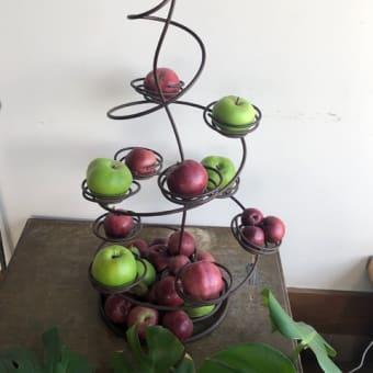 店内にりんごがいっぱい